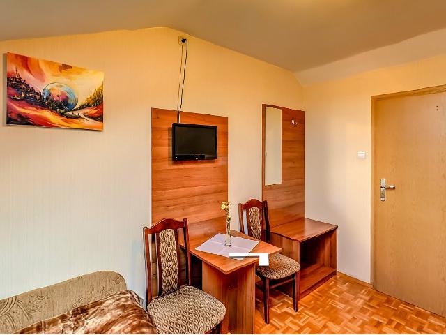 restauracja-gala-noclegi-i-restauracja-pokoje-chrzanow-pokoj-3-osobowy